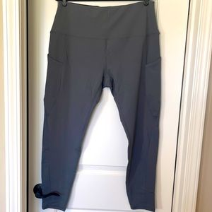 High Waisted Yoga Capris with Pockets,Tummy Control Workout Capri Leggings